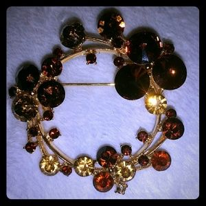 Vtg unsigned beautiful amber crystal stone brooch